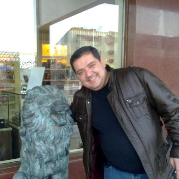 плита артур ереванский фото член петербургского
